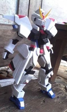Robot per bambini creati dal riciclo creativo delle ciabatte infradito