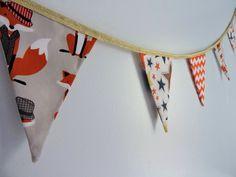 Guirlande de fanions en tissu chevrons/étoiles/renards/ ruban doré : Décoration pour enfants par la-fabrique-aux-etoiles