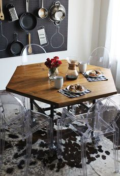 DIY: honeycomb table with industrial pipe legs