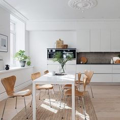 A stunning and nordic styled apartment with Series 7 chairs at the dining table. Photo by @alvhemmakleri. #fritzhansen #arnejacobsen by fritz_hansen