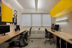 Escritório Tripper Arqutietura (Ipanema, RJ) #cimentoqueimado #tecnocimento #laca #amarelo #Lumini #cement #yellow #lighting #workstation