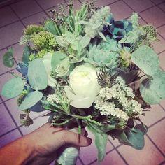 """38 likerklikk, 1 kommentarer – Botanica Blomster (@botanicablomster) på Instagram: """"Brudebukett i grå- blå- grønne farger. #sukkulenter #sukkulent #succulents #succulent #peon #peony…"""" Vegetables, Instagram Posts"""