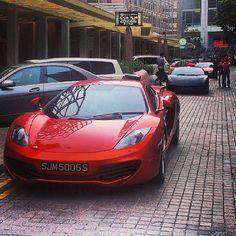 我看見神! #McLaren #mp412c #12c with #Lamborghini #Gallardo #Ferrari #458 #Italia at the back