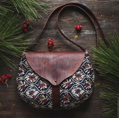 """Items similar to Textile-leather bag """"Spicy snowflake"""" on Etsy Textile-leather bag by mariasoloveyfelt on Etsy Leather Bags Handmade, Handmade Bags, Etsy Handmade, Leather Craft, Sacs Tote Bags, Leather Bag Pattern, Fabric Bags, Leather Purses, Clutch Bag"""