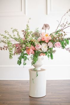 amy osaba flowers//frances palmer urn//photo by jeremy harwell