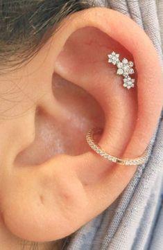 cute ear piercing ideas for teens for women triple flower cartilage stud earring. - cute ear piercing ideas for teens for women triple flower cartilage stud earring jewelry Source - Ear Piercing Studs, Cartilage Stud, Cute Ear Piercings, Ear Studs, Upper Ear Piercing, Smiley Piercing, Dermal Piercing, Cartilage Jewelry, Cute Cartilage Earrings