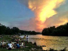 Einfach herrlich ist ein warmer Sommerabend mit Freunden in #Muenchen an der #Isar #Munich