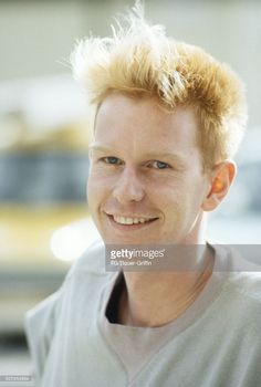 Andy Fletcher of the pop group Depeche Mode poses for a portrait on September 05, 1982 in London, England. (Photo by FG/Bauer-Griffin/Getty Images) 170612F1