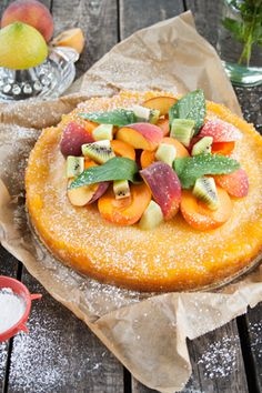 Tarte aux pêches et fruits frais -  Rezept: Pfirsich-Zitronen-Tarte mit bunten Früchten und Minze