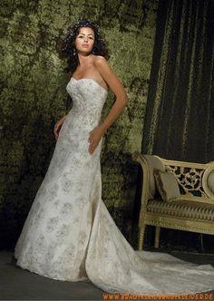 Elegantes Brautkleid aus Spitze A-Linie