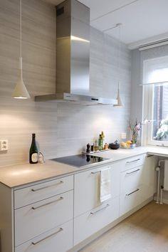 detaljee+9+sisustussuunnittelu+sisustussuunnittelija+interiordesigner+helsinki+pääkaupunkiseutu+keittiösuunnittelu+puustelli+välitila+ABL-laatat+foscarini
