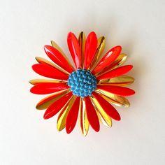 1960s MOD Daisy Pin. Vintage Brooch. Flower Power. by retrogroovie, $12.99