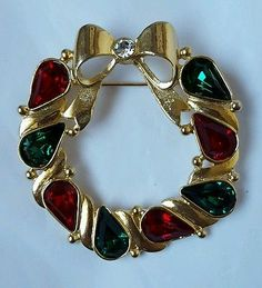 Vintage LIA Christmas Wreath Pin Gold Tone w Green and Red Stones Bow.