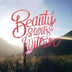 A new week a new start. #BeautyStartsWithin #MakingUp #Zoreya #Cosmetics #Brushes