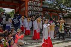 Miko (巫女) or shrine maidens of Yasaka shrine (八坂神社) in Kyoto carrying Sanbō trays (三方) with offerings (shinsen) for the kami, during the Gion Matsuri Gosai (祇園祭後祭) festival.