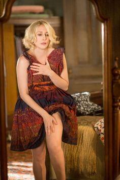 Vera Farmiga pictures and photos Bates Motel Season 2, Norma Bates, Vera Farmiga, Lovely Legs, Walking By, Celebs, Celebrities, Best Actress, American Actress