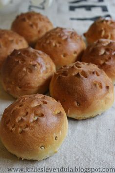 Kifli és levendula: Sünizsemle Hamburger, Bread, Food, Brot, Essen, Baking, Burgers, Meals, Breads
