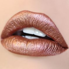 Man Eater - shimmering rose gold in a Metallic finish