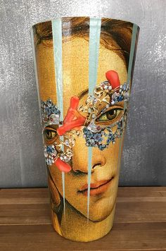Information about Viveca Møller's decoupage on glass. Image gallery and descriptions.