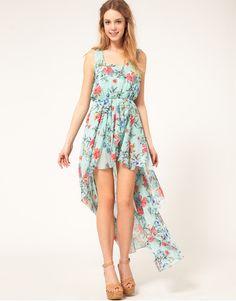 love how breezy/feminine this floral dip hem dress is! <3