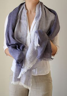 Linen ombre scarf - Linen is the most beautiful fabric! Looks Style, Style Me, Autumn Inspiration, Style Inspiration, Indigo, Casual Street Style, Girls Accessories, Sewing Clothes, Scarf Styles