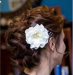 Replace the flower with an understated hair comb, and I'm in