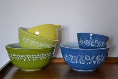 Mixed Pyrex Set Colonial Mist and Crazy Daisy / Blue White Green / Mixing Bowl / Vintage Kitchen LOVE