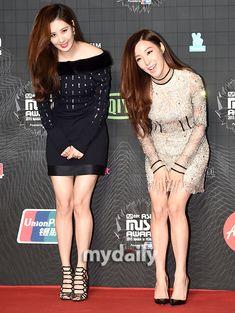 Seohyun and Tiffany at MAMA red carpet 151202.