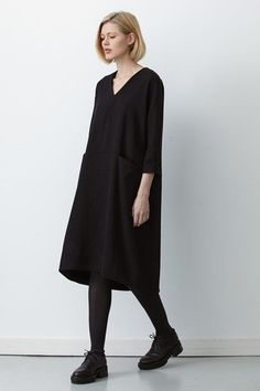 See all the Collection photos from Studio Nicholson Autumn/Winter 2015 Ready-To-Wear now on British Vogue 70s Fashion, Look Fashion, Korean Fashion, Winter Fashion, Fashion Dresses, Womens Fashion, Fashion Tips, Fashion Design, Fashion Quiz