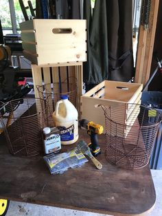 15 DIY Craft Projects for making everything from shelves to benches! Don't waste time on wood and nail projects. Try out these easy DIY crate projects instead! Diy Craft Projects, Home Projects, Diy Crafts, Crate Crafts, Studio C, Crate Storage, Storage Ideas, Organization Ideas, Crate Ottoman