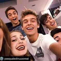best team ever Violetta, Netflix Kids, Disney Channel Shows, Hot Guys, Writer, Tv Shows, It Cast, Singer, Instagram Posts