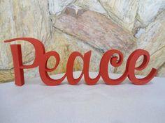 Palavra Peace em mdf de 15mm de espessura.  Linda peça para decorar ambientes e presentear.  Decore a sala, quarto, escritório e muito mais.  Fazemos em outras cores. R$ 35,00