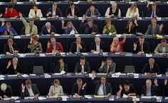 Debata w Parlamencie Europejskim o Polsce. 'Rząd nie wykonał zaleceń Komisji. Sytuacja się nie poprawia'– Apeluję do rządu, aby nie wprowadzał nowych przepisów, zanim nie przeanalizuje ich sam TK – powiedział Timmermans. Jednocześnie zaapelował do prezydenta RP, by zaprzysiągł trzech sędziów Trybunału wybranych przez poprzedni parlament, do rządu zaś, by opublikował wszystkie dotychczasowe wyroki TK