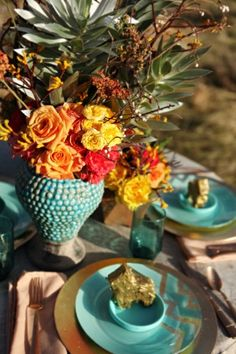 Adore this desert-inspired floral centerpiece. These colors are devine! Oranges, yellow, gold, turquoise...