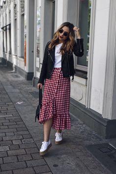 Never Failed Chic Long Sleeve ang Mini Skirt Outfits Ideas Long Skirt Outfits, Modest Outfits, Modest Fashion, Skirt Fashion, Trendy Outfits, Casual Dresses, Fashion Outfits, Modest Wear, Skirt And Sneakers