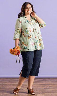 Madame Blouse / MiB Plus Size Fashion for Women / Summer Fashion / Florals… Stylish Plus Size Clothing, Plus Size Clothing Stores, Plus Size Casual, Stylish Dresses, Over 50 Womens Fashion, Plus Size Fashion For Women, Fashion Over 50, Plus Size Women, Plus Size Dresses