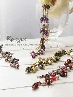 Berry Berry Necklaceの4色をまとめてみました♪ 小さなモチーフをいっぱい作ってつるして、ビーズワークも楽しいネックレスです。