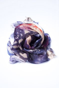 absolute MUST HAVE scarf *SUNSET* by HEART OF ACE - Get the perfect accessory for a stylish casual look! Looks lovely to all blue denim... Live Fashion, Casual Looks, Blue Denim, Amethyst, Scarves, Sunset, Crystals, Stylish, Heart