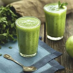 Boost Metabolism, Fight Disease & Detox: The Health Benefits Behind These 14 Green Smoothie Ingredients Mojito Smoothie Recipe, Smoothie Vert, Juice Smoothie, Smoothie Drinks, Smoothie Recipes, Avocado Smoothie, Smoothie Cleanse, Vitamix Recipes, Juice Diet