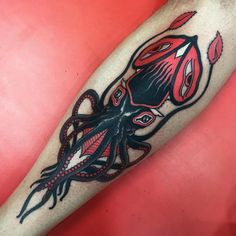 Anderer Tintenfisch in ❤️, – Octopus Tattoo Black Tattoos, Leg Tattoos, Body Art Tattoos, Sleeve Tattoos, Tattoos For Guys, Cool Tattoos, Kraken Tattoo, Squid Tattoo, Octopus Tattoo Design