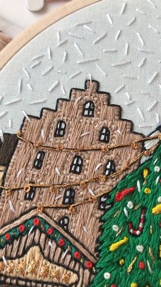 People enjoying Christmas market: drinking hot chocolate, skating, making snow angels and snowman Create embroidery filled with Christmas spirit with step-by-step instructions. Christmas Embroidery Patterns, Embroidery Stitches Tutorial, Embroidery Patterns Free, Hand Embroidery Stitches, Embroidery Hoop Art, Hand Embroidery Designs, Bullet Journal Christmas, Cross Stitch Tutorial, Fabric Art