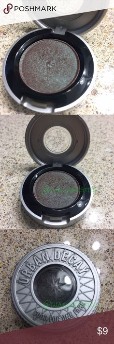 Urban Decay Eyeshadow in Lounge Used a few times. Not my shade.   Feels like velvet. Glides on softly. Looks like wow. Lasts all day (and all night). Won't get caught up in your creases.    Lounge is a decadent reddish-brown topped with teal-green shimmer.  No trades Urban Decay Makeup Eyeshadow
