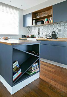 Kitchen Interior, Interior, Kitchen Cabinets, Home Decor, Kitchen Dining, Home Kitchens, Kitchen Styling, Wine Shelves, Kitchen Design