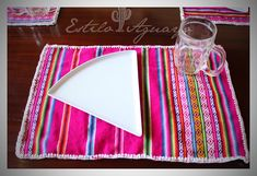 Rusticos Individuales / Estilo Aguayo Hacienda Decor, Picnic Blanket, Outdoor Blanket, Mexican Crafts, Mexican Style, Soft Furnishings, Sewing Projects, Shabby, Pillows