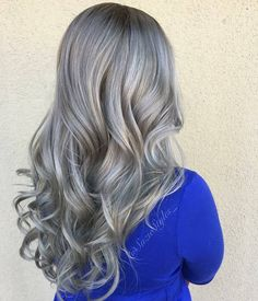 "2,017 Me gusta, 15 comentarios - Fanola Professional USA (@fanola) en Instagram: ""Rooty Silver Ombré by @suziestyles_ #fanolaformula Step 1: Hair was bleached to a level 8-9 and…"""