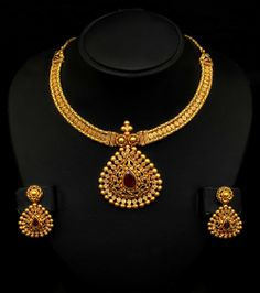 Short Gold Necklace Designs for Women - Kurti Blouse Silver Jewellery Online, Indian Jewellery Design, Indian Jewelry, Gold Jewelry, Jewelry Design, Quartz Jewelry, Latest Jewellery, Kerala Jewellery, Branded Jewellery