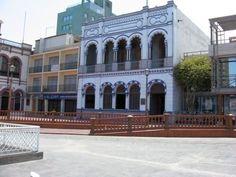 Casino Español, Casino Español de Iquique. A mediados de 1880 se destacó la participación de españoles en las salitreras de Antofagasta e Iquique...está ubicado en Iquique, Chile