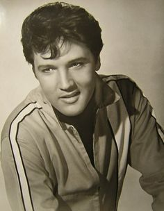 See Elvis Presley pictures, photo shoots, and listen online to the latest music. Elvis Presley Songs, Elvis Presley Pictures, King Creole, Young Elvis, Lisa Marie Presley, Chuck Berry, Most Handsome Men, Costume, Thats The Way