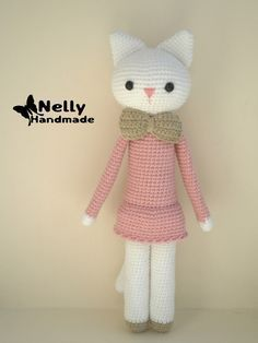 Kitty Amigurumi with Tie Bow - Free Russian Pattern here: http://nellyhandmade.blogspot.com.es/2014/10/blog-post_14.html