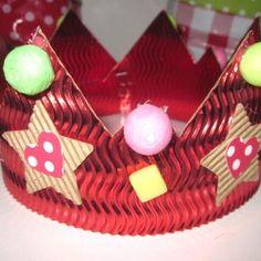 Épiphanie Diy, Simple, Christmas Tree, Holiday Decor, Cornelius, Xmas, Paper Scraps, Paper Strips, Frozen Crown